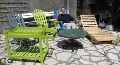 Il recycle les palettes en salons de jardin , P...
