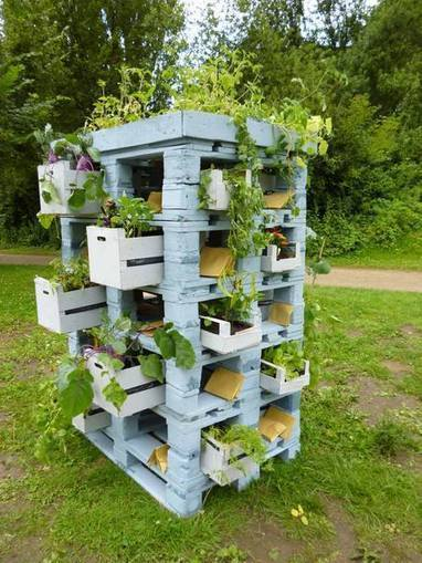 Pallets And Crates As A Planter Tower | Garden Design | Scoop.it