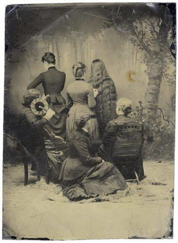 Discussing What's Going On In These Antique Photographs | Herstory | Scoop.it