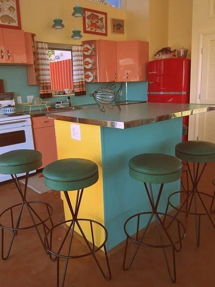 Nancy's back to the future pool house — built in ... - Retro Renovation | Vintage Kitchens | Scoop.it