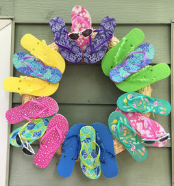 Craft a flip-flop wreath for your summer garden | Upcycled Garden Style | Scoop.it