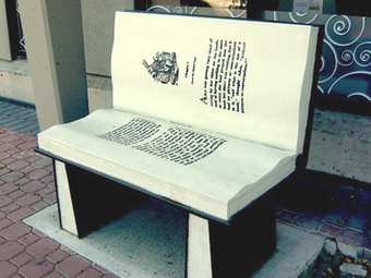 20 Bookish Benches and Chairs: Time to Sit with a Good Book ... | Litteris | Scoop.it