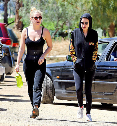 1dfafe7df78 Scout Willis Takes Her Waist Trainer to the Streets