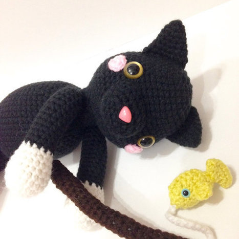 Amigurumi Halloween pattern for the Ghost, pumpkin cats and bats   467x467