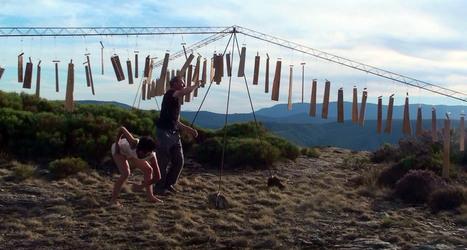 Two people dans les montagnes - Will Menter | DESARTSONNANTS - CRÉATION SONORE ET ENVIRONNEMENT - ENVIRONMENTAL SOUND ART - PAYSAGES ET ECOLOGIE SONORE | Scoop.it