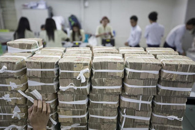 Kyat Value Grows in Wake of Govt Power Transfer