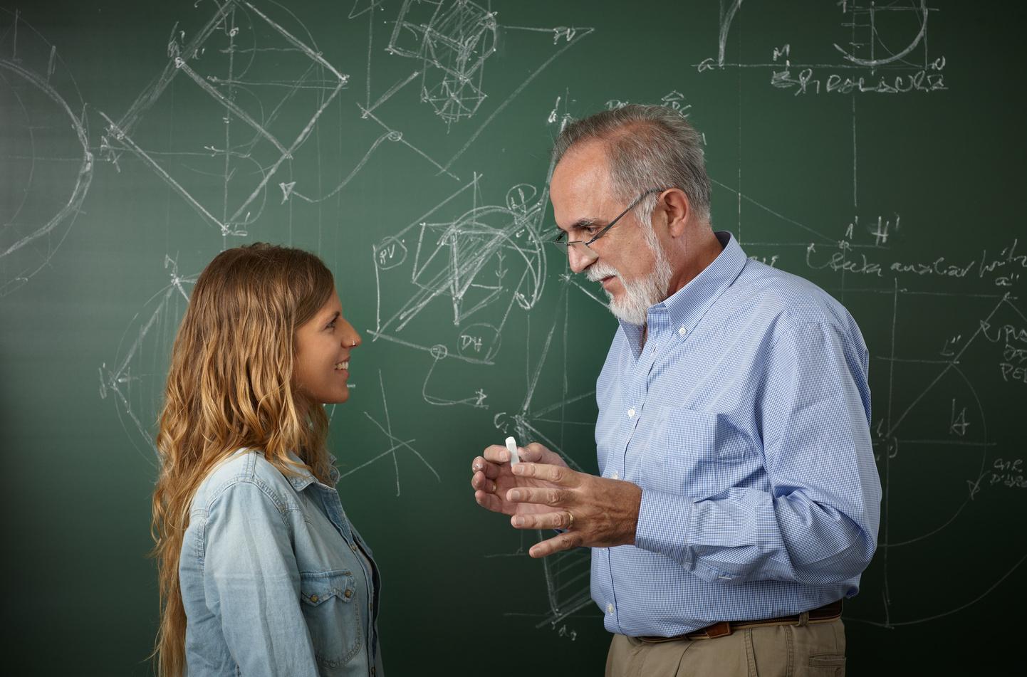 Студентка дала учителю, Студентка дала бывшему учителю смотреть порно 19 фотография