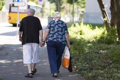 SUISSE : Le débat sur l'âge de la retraite est relancé après le oui à la réforme RFFA - rts.ch