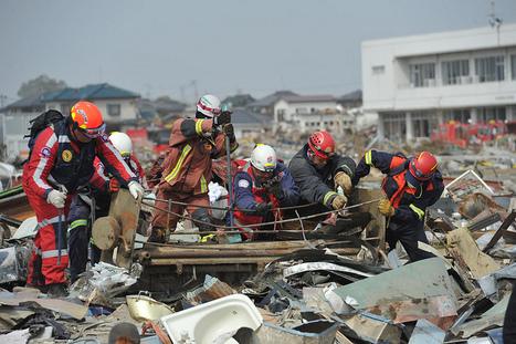 [Photo] Le dur travail des secouristes pour retrouver les derniers corps | Flickr - Photo Sharing! | Japon : séisme, tsunami & conséquences | Scoop.it