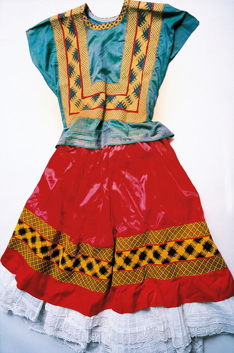 Why You Should Take Style Tips From Frida Kahlo's Closet   Socialart   Scoop.it