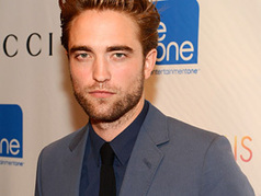 Robert Pattinson Is All Smiles On 'Daily Show' After Kristen Stewart Scandal - MTV.com   The Twilight Saga   Scoop.it
