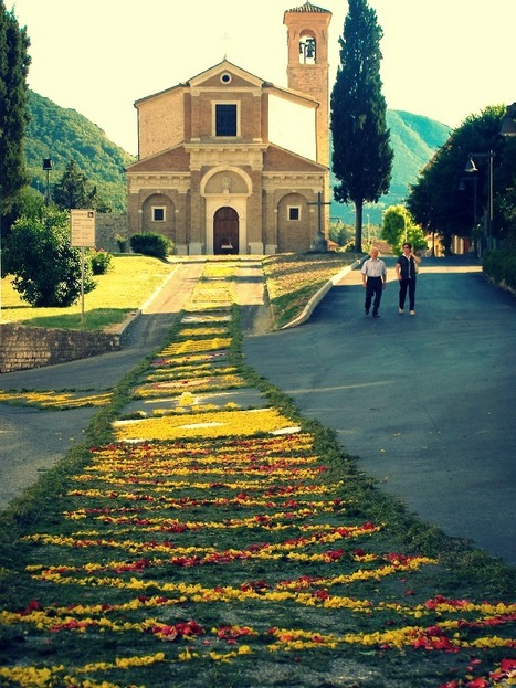 Infiorata: Millions of Flower Petals Cover the Cobblestone Streets in Villages Across Italy | Le Marche another Italy | Scoop.it