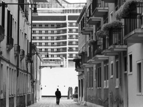 Censuré, un photographe dévoile Venise engloutie sous le tourisme de masse | Mediapeps | Scoop.it