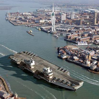 Un des deux futurs porte-avions britanniques sera transformé pour mener des opérations amphibies | Géopoli | Scoop.it