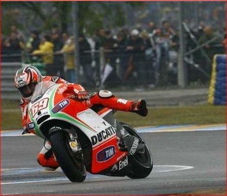 La vie en Rossi', singing in the rain (English Version)     Ductalk Ducati News   Scoop.it