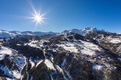Dans les Alpes du Sud, des sports d'hiver ludiques et plus responsables