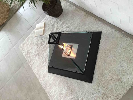 Modern Fireplace Mimics the Louvre's Iconic Glass Pyramid | Le It e Amo ✪ | Scoop.it
