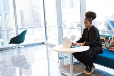 Qualité de vie au travail : 3 guides à lire pour bien terminer l'année !