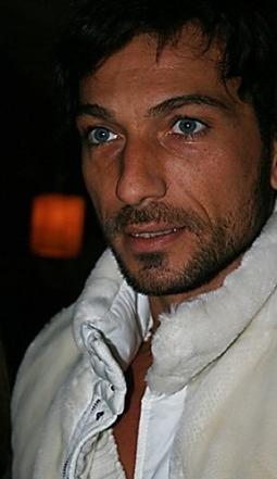 Costantino Vitagliano spatte con il suo SUV contro un muro, illeso ... | JIMIPARADISE! | Scoop.it