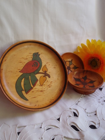 Vintage Serving Footed Plate , Small Bowls , Set of 3 , Wooden Hand Painted , 1960's , Birds and Flowers , | Vintage Passion | Scoop.it