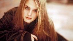 Alicia Silverstone Sepia Portrait In Hd Wallpapers Market