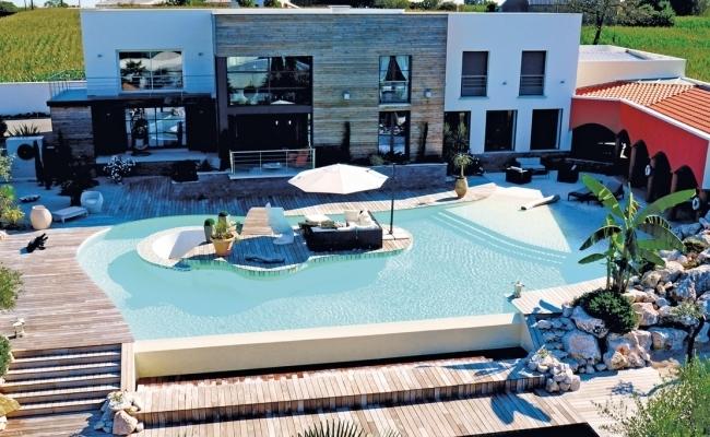 Piscines de r ves un lagon de folie for Portable piscine assurance