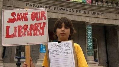 A dix ans, il lance une pétition pour sauver les bibliothèques | bibliothécaires et bibiothèques | Scoop.it