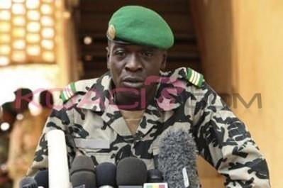 Il Capitano Sanogo dà la sua interpretazione delle richieste alla CEDEAO in televisione.   Au Mali entre Développement et Guerre   Scoop.it