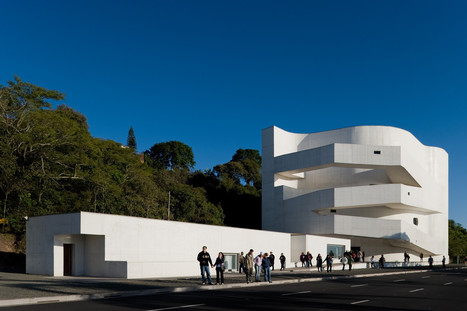 """Siza's houses are just like CATS sleeping in the sun."" 