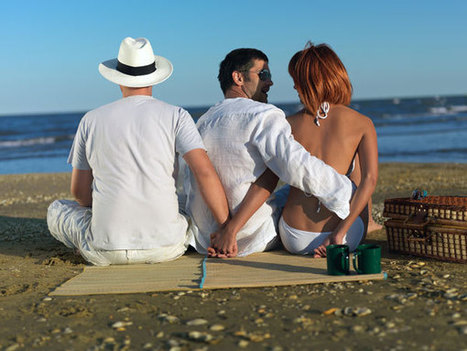 The Perks Of Dating Married Women - BoldSky | Infidelity | Scoop.it