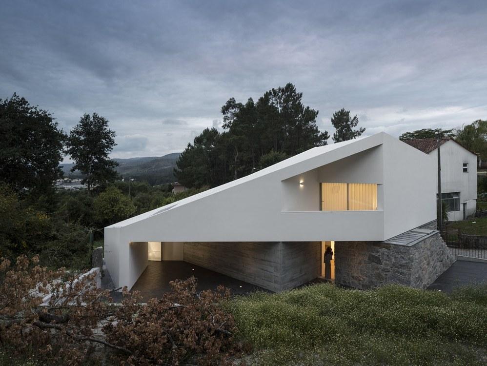 Minimaliste maison portugaise de campagne au de for Maison minimaliste