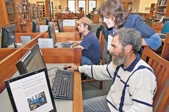 Bridging the digital divide: Libraries work to help the unemployed | SeacoastOnline.com | The Information Professional | Scoop.it