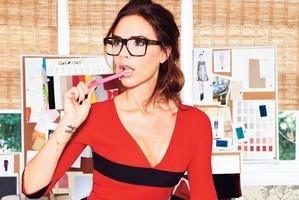 b06a7b2cdc6342 Victoria Beckham lance sa ligne de lunettes de vue   Les tendances mode de  Moodds