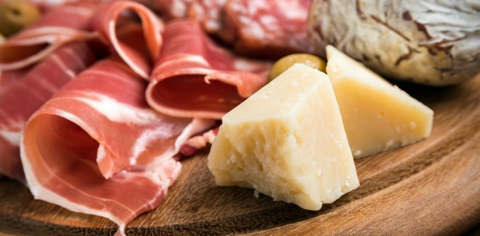 Front-of-pack nutrition labels: 'The parmesan and prosciutto war'
