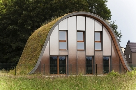 A Green Roof Meets the Ground at the Wave House, France   ideas verdes   Scoop.it