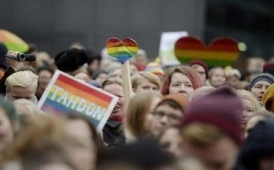 'Proud gay Kurd' marries under Finland's new same-sex marriage law