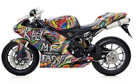 N'est pas sreet-artiste qui veut. Encore une belle horreur. // Des motos Ducati très Street Art : Skeuds, le blog urbain, fun & lifestyle | Street Arts | Scoop.it
