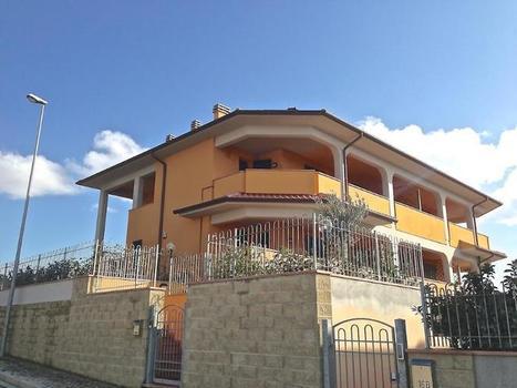 Castiglioncello del trinoro villa vacation rental podere enterate