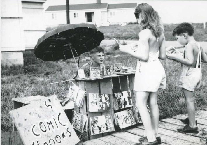 Vintage Comic Stand | Antiques & Vintage Collectibles | Scoop.it