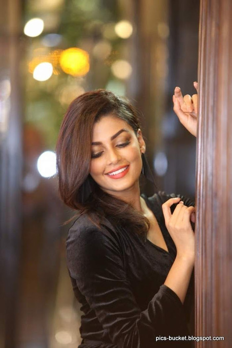 27 Beautiful Telugu Heroines Hot Photos In Sare