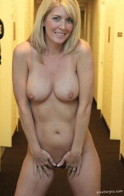 Amateur Nude Mom Pics