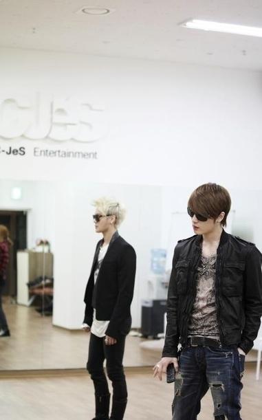 JYJ, '남미 콘서트' 셔플댄스 안무연습 사진공개 '기대↑' : 네이트 뉴스   Come on JYJ!!   Scoop.it