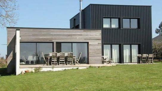 maison contemporaine bois et m tal avec. Black Bedroom Furniture Sets. Home Design Ideas