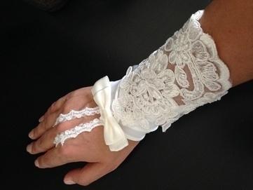 Paire de mitaines - Garonne (Haute) | Robes de mariée d'occasion | Scoop.it