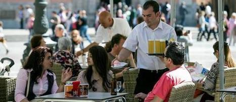 Camarero de banquetes y gestor bancario, empleos más demandados