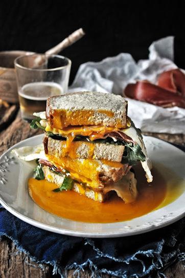 Pratos e Travessas: Sandwich de ovo de ganso, presunto e rúcula # Goose egg, ham and arugula sandwich | Recipes, photography and stories | Foodies | Scoop.it