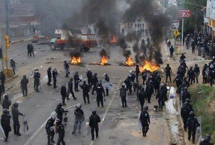Répression à Oaxaca (Mexique) : 15 heures d'affrontements, 8 morts, des dizaines de blessés, 22 personnes disparues   Indignations & GLOBAL(R)EVOLUTION   Scoop.it
