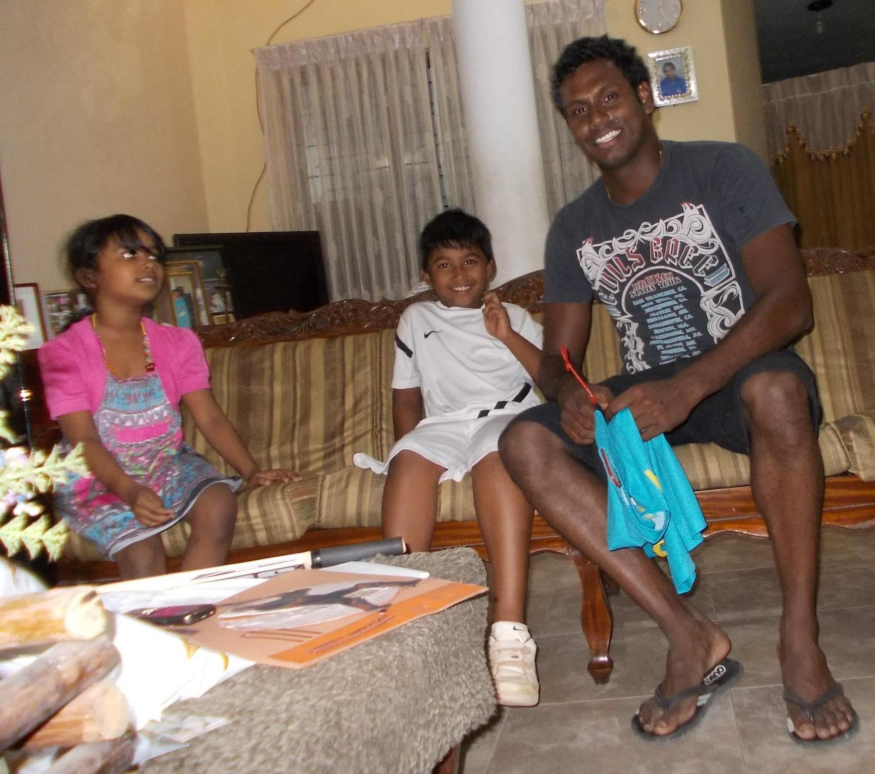 Photos: Angelo Mathews Surpises A Young Fan On