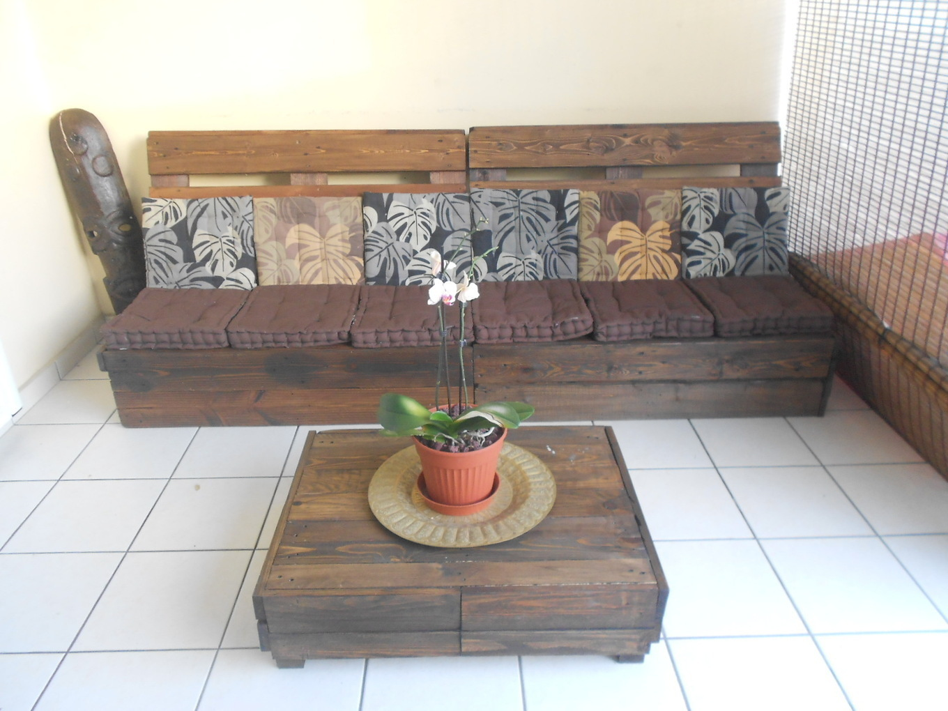 Make An Outdoor Pallet Lounge 1001 Pallets Id  # Meuble Tv Gamer