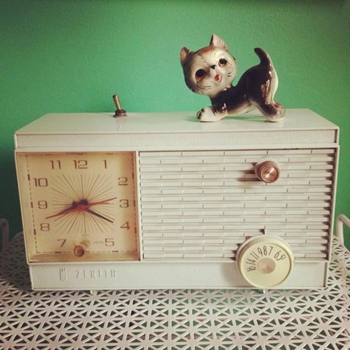 Just A Vintage Shelf Vignette I Adore | Antiques & Vintage Collectibles | Scoop.it